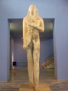 Kouros. Museum of Liménas, capital of the island of Thasos. Statue from the «archaic period» ( 7th to 6th century BC ) influenced by Egypt : stiff posture, left foot forward, enigmatic smile.