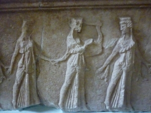 Dancers of the « mystery cult ». Museum of Palaiopoli at Samothrace.