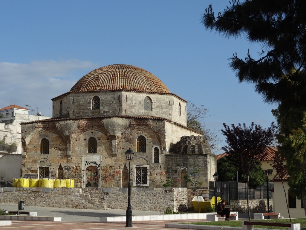 Former mosque Emir Zade of the 15th century at Chalkis, the only one stillstanding out of the eleven which the town had during the Ottoman Empire. Euboea's «capital» still harbours quite substantial Jewish and Muslim communities.