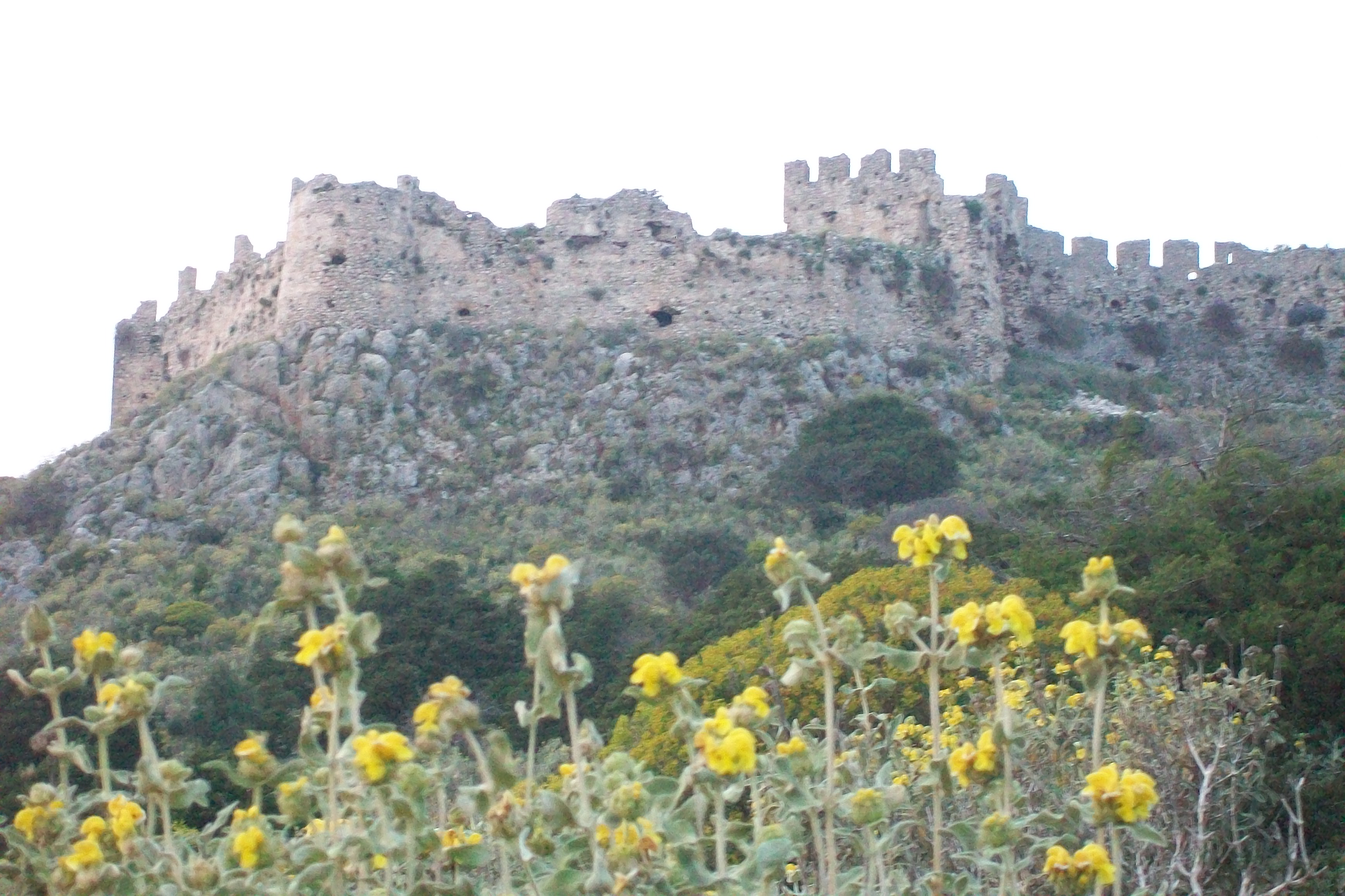 Paleo-Kastro, frankish castle from 13th century which overlooks the natural harbor of Navarin. This name comes from the Avars, invaders coming from Central Asia at the 8th century AC.