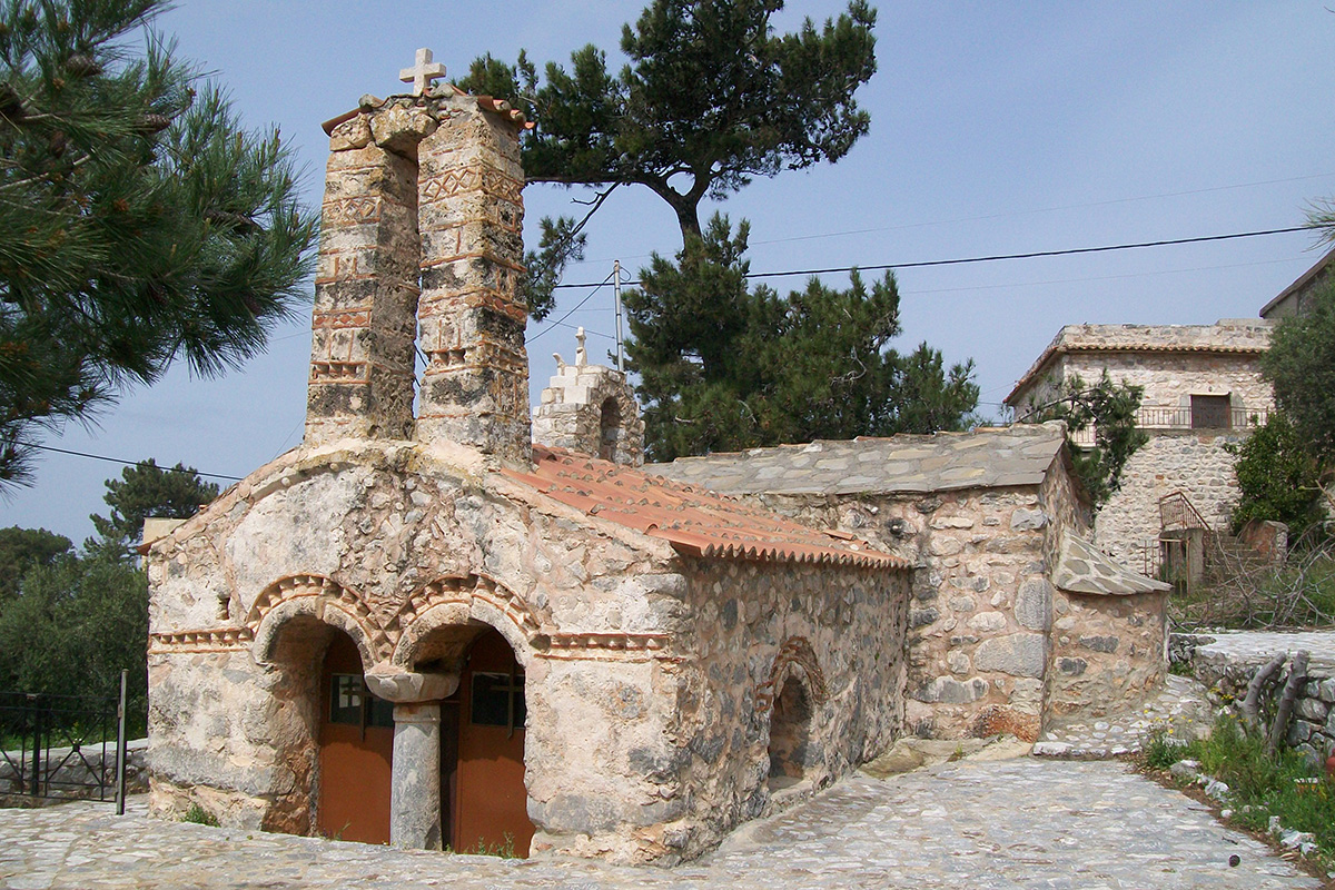 Two different kinds of byzantine churches from 13th century : Dryalos and (following photography) Nomia. Mani.