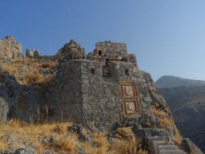 Forteresse de Chora, construite par les Byzantins puis agrandie par les Chevaliers de St Jean dont on voit les blasons. Ile de Kalymnos, Dodécanèse.