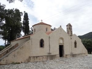 Panayia i Kera (13°-14° siècles) - Crète orientale. Les églises de Crète ont une architecture différente de celles du continent. Elles sont à une, deux ou trois nefs rectangulaires, la coupole étant ici un ajout postérieur. Celle-ci possède de très belles fresques.