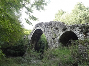 Bridge of Pitsionis, near Fasgades. Zagori.